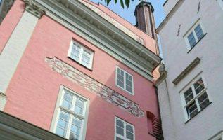rathaus rostock fenster